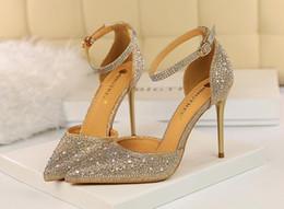 2020 sandalias de oro para la fiesta de bodas Sandalias brillantes de cristal de diamantes de imitación de tacón alto para niñas de Femme sexy puntiagudas sandalias de tacón de oro de 10 cm zapatos de boda zapatos de fiesta vestido de fiesta zapatos de mujer rebajas sandalias de oro para la fiesta de bodas