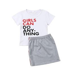 Moda infantil ocasional das meninas roupas de verão letra impressa criança manga curta + T-shirt Stripe saia 2pcs Suits Crianças Roupa Define Y2358 de Fornecedores de hoodie do menino de 24 meses