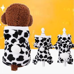 Cosplay disfraces de vaca online-Venta al por mayor Ropa para mascotas Disfraz de perro Lovly Cow Cosplay Disfraz de Halloween Suéter de Navidad Ropa Invierno cálido Suministros para mascotas