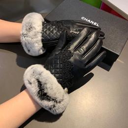 Перчатки классические онлайн-Мода Кролик меха овчины перчатки Классический стиль Пять пальцев перчатки зимой на открытом воздухе теплые Женские перчатки для подарка дня рождения