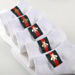 Calcetines a rayas de tobillo online-Mujeres Hombres Abeja A Rayas Calcetines de Tobillo Casual Sport Calcetines de Algodón Regalo Transpirable para el Amor de Alta Calidad Precio Al Por Mayor