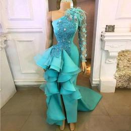 Uma mão vestidos de noite on-line-New pavão azul de um ombro vestidos de noite 2020 Feito à Mão Flores apliques Peplum formais vestidos de festa Com a divisão Prom Dress