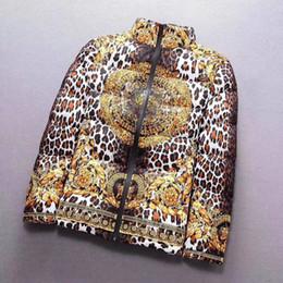 leopard print jacket mens Rabatt Luxus Medusa Designer Daunenjacke Herren High-End Italien Markenlogo Jacke Art und Weise Leoparddruck Marke Mantel lässig Sport Freizeit Winter