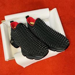 chaussures de sport n lettre Promotion Meilleur Mode De Luxe Rouge Fond Hommes Femmes Casual Chaussures Spikes Rivets Robe En Strass Parti Marcher Chaussures Sneakers Chaussures De Sport 35-46