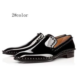 2020 мужская обувь из пвх платья 2020 мода мужская обувь мокасины черный красный Спайк лакированная кожа скольжения на платье Свадебные квартиры днища обувь для деловой вечеринки размер 39-47 дешево мужская обувь из пвх платья