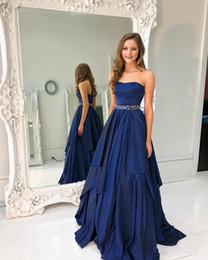 Cinto de tafetá on-line-Azul marinho Vestidos de Baile Longo vestido de noite A Linha Strapless Beading Cinto Vestidos de Noite Tafetá Vestido de Festa Cocktail Vestido Formal