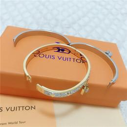 19ss donne Nuovo stile bracciale in acciaio rigido Bracciale con braccialetto scatola per gioielli donna Hip hop locale notturno Louis uomini Regali da