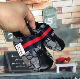 Solas das meninas moles on-line-New Baby Meninos Meninas macia Sole Crib Shoes PU Anti-derrapante Sapatos Criança Sneakers 0-1 anos de idade. Frete grátis