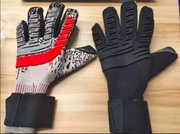 2019 nuevo portero de fútbol Guantes de la protección del dedo de los hombres adultos de Fútbol Profesional Guantes gruesos guantes de portero de fútbol envío rápido desde fabricantes