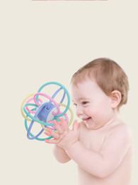 Juguetes de manhattan online-Bebé mordedor molar morder mordida mano campana educación temprana juguetes educativos Manhattan mano captura bola