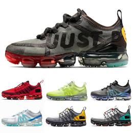 2019 нк спорт Adidas Human Race NMD TR Равенство горячие продажи человеческой расы TR мужская спортивная обувь Pharell Williams женщины тренеры кроссовки красный желтый черный белый унисекс кроссовки дешево нк спорт