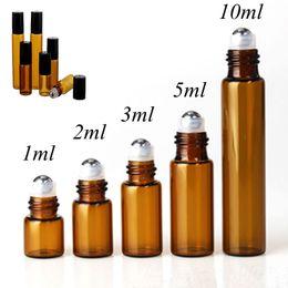 viales de perfume de metal Rebajas 50pcs / lot 1ml 2ml 3ml 5ml 10m Rollo de vidrio de perfume de ámbar en botella con vidrio / Bola de metal Rodillo marrón Viales de aceite esencial