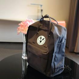 Дизайнер-оптовая Высокое качество холст материал сумки сумки мужчины и женщины рюкзак школьные сумки нескольких цветов по желанию от