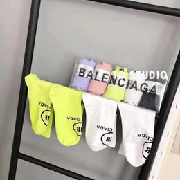 2019 calcetines amarillos de niña [] BALENCIAGA Con la caja de alta calidad calcetines de las mujeres larga carta chaussettes activo del calcetín de algodón elástico se divierte Elite calcetín calcetines SCA26