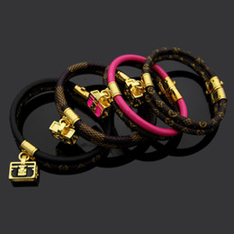 Saco de dois andares on-line-Moda marca chamada pulseiras Lady Imprimir Flor V Design de letra cordão duplo deck Pulseira de couro Bangle Com banhado a ouro 18K Bags 4 cores