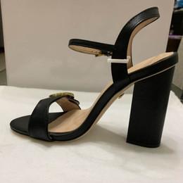Wasser rutscht online-2019 neu eingetroffen Original Damen Sommer Sandalen schwarz weiß rot Rutschfest Schnell trocknend Outdoor Hausschuhe Soft Water Schuhgröße 35-42
