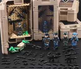 2020 boîte à arme Guerre mondiale Case Box Affichage militaire 2 Armée SWAT Soldat Arme Gun Boy Toy cadeau boîte à arme pas cher