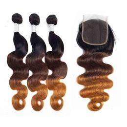 Cheveux toniques en Ligne-Extensions de Cheveux Ombre Trois Tons 3 Bundles avec 1 Pièce 4x4 Partie Libre Fermeture de Cheveux Brésiliens 100% Couleur de Cheveux Humains T1B / 4/27