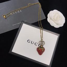 Strawberry jewelry silver online-Designer-Halskette mit Erdbeer-Anhänger Halskette 2019 Luxus-Modeaccessoires 18 Karat Gold Einzigartiges Ketten-Design Klassischer Schmuck