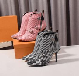 2019 botas de hebilla de cremallera Botas de mujer de diseñador de rayas de 9,5 cm con hebillas de cremallera lateral Botas de tacón alto de gladiador Mujer talla grande 41 42 botas de hebilla de cremallera baratos