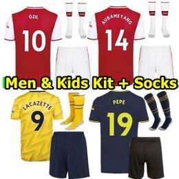 Wholesale kit uomo e bambino Arsenale divise da calcio AUBAMEYANG LACAZETTE RAMSEY WILSHERE SUAREZ OZIL TORREIRA MKHITARYAN adulto bambini set da calcio