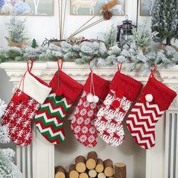 2019 calze natali di renne Knit Christmas Stockings decorazione Alberi di Natale ornamento partito Decorazioni Reindeer Snowflake banda caramella Calze Borse regali di natale Bag ZZA1172 calze natali di renne economici
