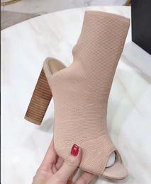 19ss Высококачественная весна 2019 года ЛЕТО Дизайнерская женская Оливково-зеленая ткань из эластичного носка на высоких каблуках Peep Toe pull на модных сапогах от Поставщики оливковые зеленые каблуки