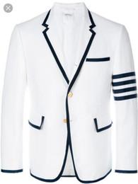 b8ee3b3699 2019 Moda Masculina 2 Peça Branco Marinha Flange Terno Vestido Gola Plana  Terno dos homens (casaco + Calças) acessível casacos brancos