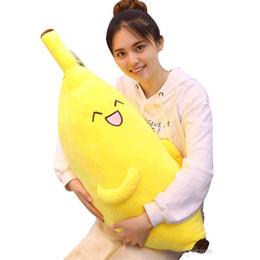 Giallo peluche giallo online-peluche banana cuscino morbido cartone animato gigante frutta gialla giocattolo ragazza che tiene in pelo cuscino regalo oggetti di scena decorazione 35 pollici 90 cm
