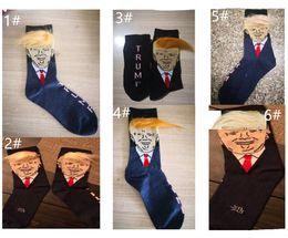 Presente para adultos on-line-Presidente Donald Trump Unisex Meias com 3D Cabelo Falso Engraçado Impressão Adultos Meio Longo Meias Homens Mulheres Tripulação Meias Presente Criativo Novo A52210