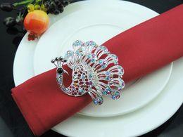 Pavos reales de metal online-6PCS servilleta de metal de la aleación de hebilla de pavo real tapete servilleta anillo anillo de toalla modelo de la casa de plata decoración de la habitación de oro
