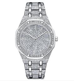 Gli uomini di diamanti completi orologi cinturini in acciaio di alta qualità quadrante grande orologi al quarzo fresco da
