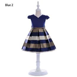 2019 lindos vestidos de niñas pequeñas Vestidos de diseñador de moda para niñas Marca de verano Pequeñas mangas volantes Rayas Vestido de princesa con arco lindo Falda de escenario para niñas de alta calidad lindos vestidos de niñas pequeñas baratos