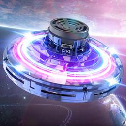 2020 regalos con luz led En la Nueva 3 Color FlyNova UFO Spinner mano volando niños de juguete Portable adulto mano volando luces LED Peonza divertido regalo del dedo Juguetes B regalos con luz led baratos