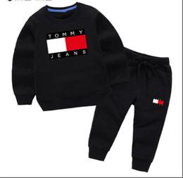 Yeni Bebek Lüks Logo Tasarımcısı oğlan kız t-shirt Pantolon Iki parçalı Takım Çocuklar Marka çocuk 2 adet Pamuk Giyim Setleri 3-8 yıl enfants Setleri nereden v eşofman erkekleri tedarikçiler