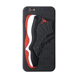 Coperture di iphone di pallacanestro online-Caso di telefono di design di lusso in silicone opaco 3d scarpe da basket modello copertura del telefono sport posteriore in gomma smerigliato Custodia per iPhone 6 7 8 XS MAX XR
