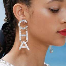 cuori neri di tessuto rosa Sconti 2019 New Designer Full Rhinestone Lettera nappa orecchini per le donne moda orecchino a perno gioielli regali oro e argento