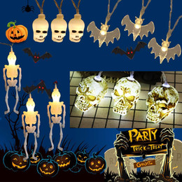 Baterías de cráneo online-1.5 M / 3M Halloween Horror Skull Bone Lights Lámpara de cadena Decoración de fiesta de vacaciones Luz de cadena Decoraciones de Halloween con batería JK1909