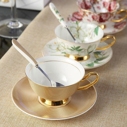 drinkware di lusso  Sconti Europa Noble Bone China Coffee Cup Saucer Spoon Set 200ml Tazza di ceramica di lusso Top-grade della porcellana della tazza di tè Cafe Partito Bicchieri