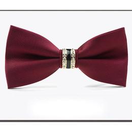 Sposo grigio cravatta tuxedo sposo online-Uomo all'ingrosso smoking in metallo arco di cristallo cravatta nero grigio blu rosso sposo bowties per uomo donna festa di nozze accessori no