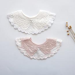 White baby burp cloths online-neonate Bavaglino in pizzo Panni Burp Bellissimo bavaglino dribbling alimentazione Bambino piccolo cerchio colletto Principessa cotone bianco rosa