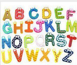 Magneti del frigorifero di parole Bambini Bambini Magnetico adesivo di legno Alfabeto di fumetto Istruzione Apprendimento Giocattoli Decorazioni per la casa Spedizione gratuita cheap kids alphabet stickers da adesivi alfabeto dei bambini fornitori