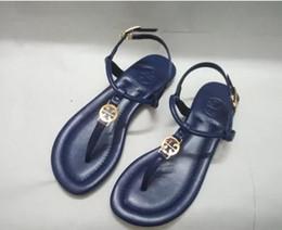 Marca famosa dei sandali online-2018 nuovi sandali donne di modo di marca famosa Thong Flip-Flops Scarpe donne di estate sandali da spiaggia 3 tipi di pelle