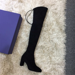 Yard scarpe donne online-2019 scarpe firmate Inverno Nuovi Stivali Casuali coscia-alta di lusso Stivali Les Chaussures delle donne da 35 a 42 iarde Heel 7 centimetri nero