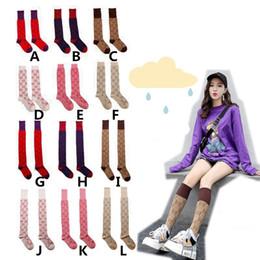 Calcetines rojos vintage online-2019 nuevo algodón con la rodilla de la vendimia atractiva de oro japonés de la manera sobre la Mujer de línea media de oro de la estrella Rojos de red de larga calcetín calcetín de la muchacha C101501