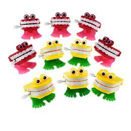 Зуб онлайн-Новинка Весна Wind Up Up Jump Tooth Зубные Игрушки Весенние Игрушки Прыжки Цепи Зубов для Детей Симпатичные Заводные Детские Игрушки
