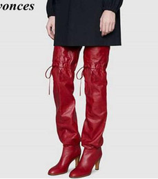Vintage su stivali al ginocchio online-Roman Fashion Vintage Red Tigh High Stiletto Boots Sexy Laces Over The Knee Boots Runway Donna Texas Stivali Comfort Tacco spesso