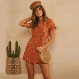Diseño de vestido de gasa lunares online-2019 últimas mujeres de moda Diseño polca de la vendimia vestido de abrigo de punto con cuello en V manga corta causal de la gasa del mini vestido de las señoras