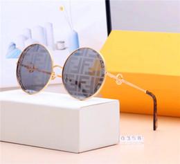 2019Lentes de luxo de alta qualidade pollyannes óculos de sol legal, para designers do sexo feminino para projetar a versão europeia da caixa de óculos de sol de férias cheap luxury european sunglasses de Fornecedores de óculos de sol europeus de luxo