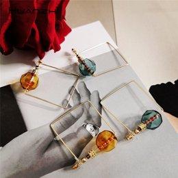 quadratische reifenohrringe für frauen Rabatt HUANZHI 2019 Übertreibung Design Transparent Perlen Geometrische Quadratische Metall Persönlichkeit Creolen Für Frauen Reisen Schmuck
